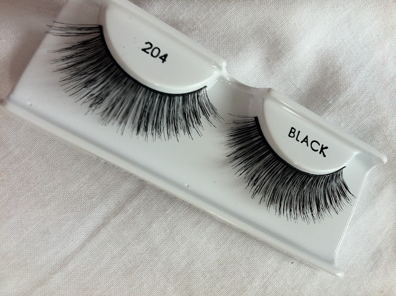 637bd10a1c1 So pretty, girly and fluttery, these are the cutest lashes for a summer  party, BBQ or just to add a little bit of volume to your eyes without  looking too ...