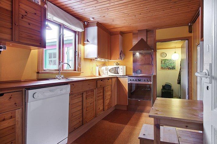 f99f6e045e93 Det køkken vi har nu er et Ikea køkken fra midten af 80 erne. Det var meget  brunt