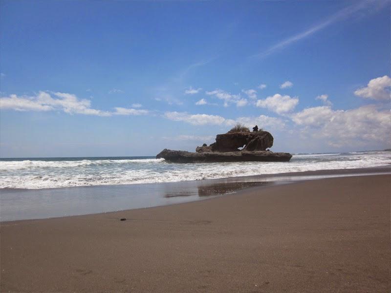 Tempat Wisata Pantai Yeh Gangga