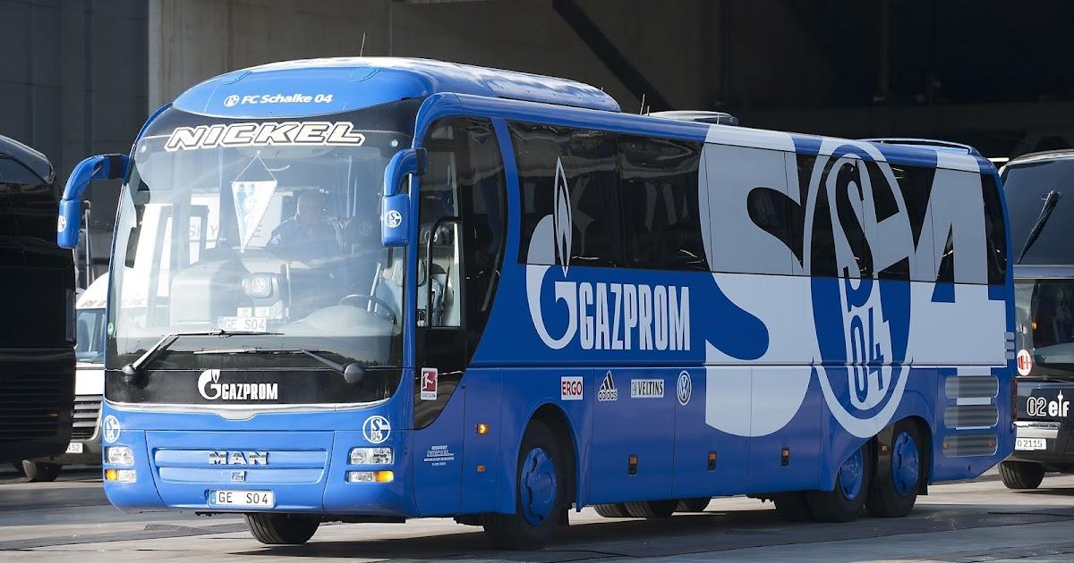 Erste-Punkte-f-r-Schalke-Mannschaftsbus-auf-R-ckfahrt-vom-Spiel-in-Freiburg-geblitzt