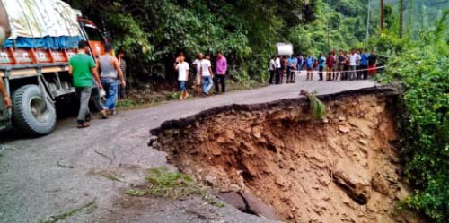 NH-10 road caves into Teesta In between 29th Mile Bazaar and Galekhola