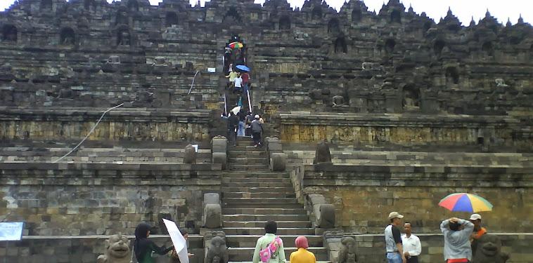 Candi Borobudur penuh ukiran kuno