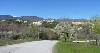Rozhen está rodeado de las mismas montañas que Melnik.