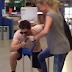 Ρούλα Ρέβη - Αποστόλης Τότσικας: «Παίζουν» σε... σούπερ μάρκετ (video)