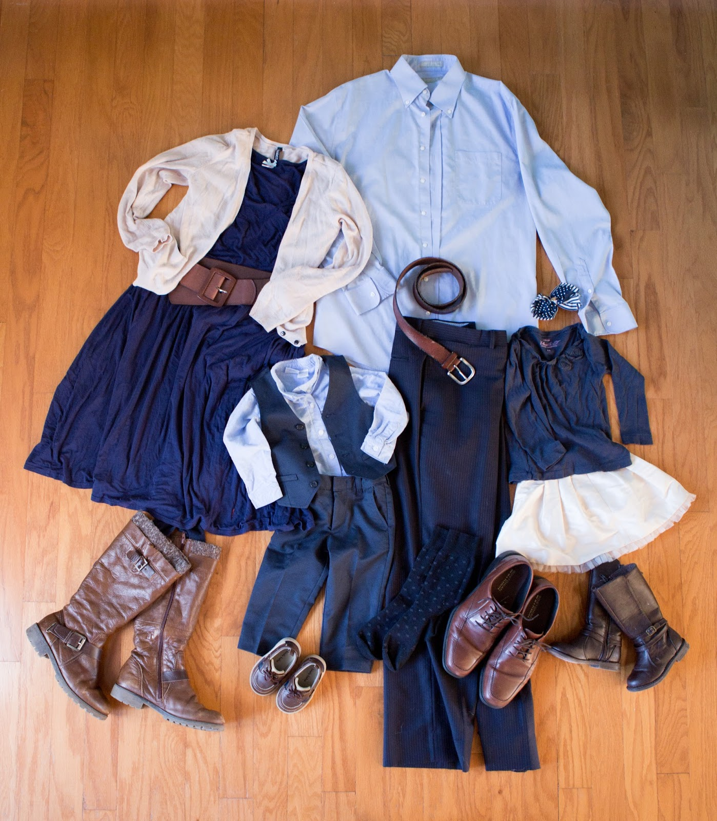 what to wear for family pictures, how to plan your outfits for family pictures, choosing your outfits for family pictures, family portrait photography, formal family outfit ideas for pictures