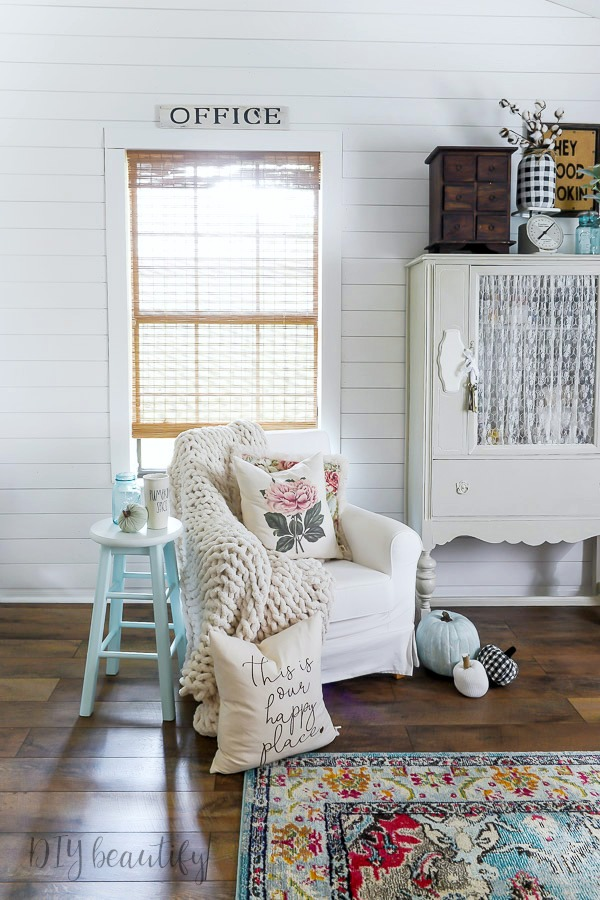 shiplap wall, farmhouse floors and boho rug