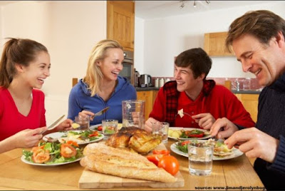 Bertemu orang tua pacar Tanda cinta yang paling mencolok untuk melihat seberapa seriuskah pacar atau pasangan kamu untuk berkomitmen ke jenjang pernikahan.