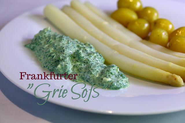 """Luftpost aus Frankfurt und eine Rarität aus Venedig: Grüne Sauce (""""Grie Soß""""), weißer Spargel und in Butter geschwenkte Mini-Kartoffeln"""