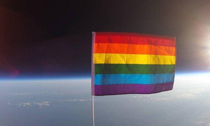 Confira o vídeo da primeira bandeira LGBT enviada para o espaço