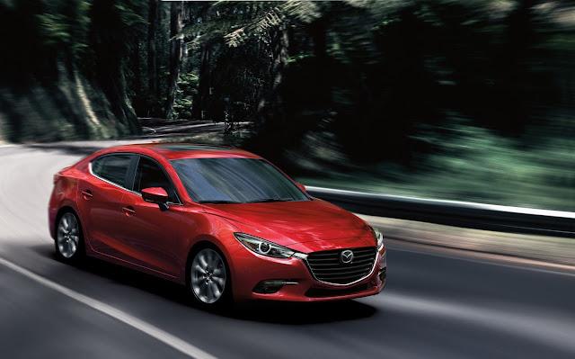 Front 3/4 view of 2018 Mazda 3 Four-Door