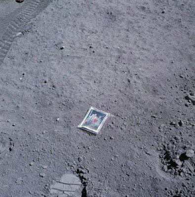 Fotos raras: Família Charles Duke na lua