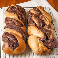 http://www.bakingsecrets.lt/2014/10/nutella-duonos-pyne-braided-nutella.html