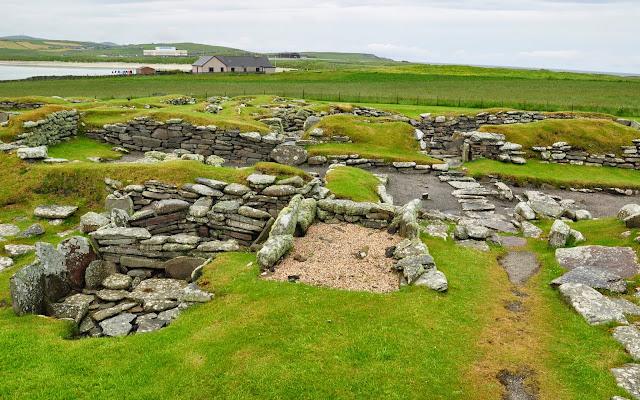 wielokulturowe stanowisko archeologiczne w Jarlshof, Szetlandy - skandynawskie longhousy