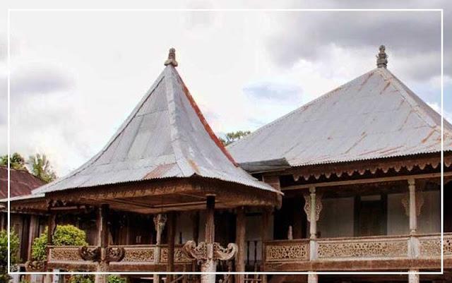 Gambar Ruang pusiban rumah adat Lampung