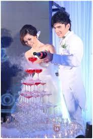 Mẹo tự làm tháp rượu trong ngày cưới