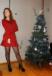 http://conndenoemi.blogspot.com.es/2014/12/vestido-rojo.html