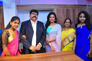 Sreemukhi Launches Manvis Saloon  0078.jpg