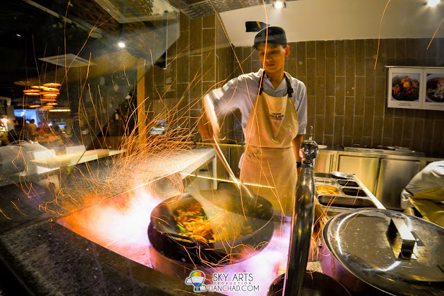 Scorching hot fire cooking the Hokkien Mee @  Sentul Ah Yap Charcoal Hokkien Mee