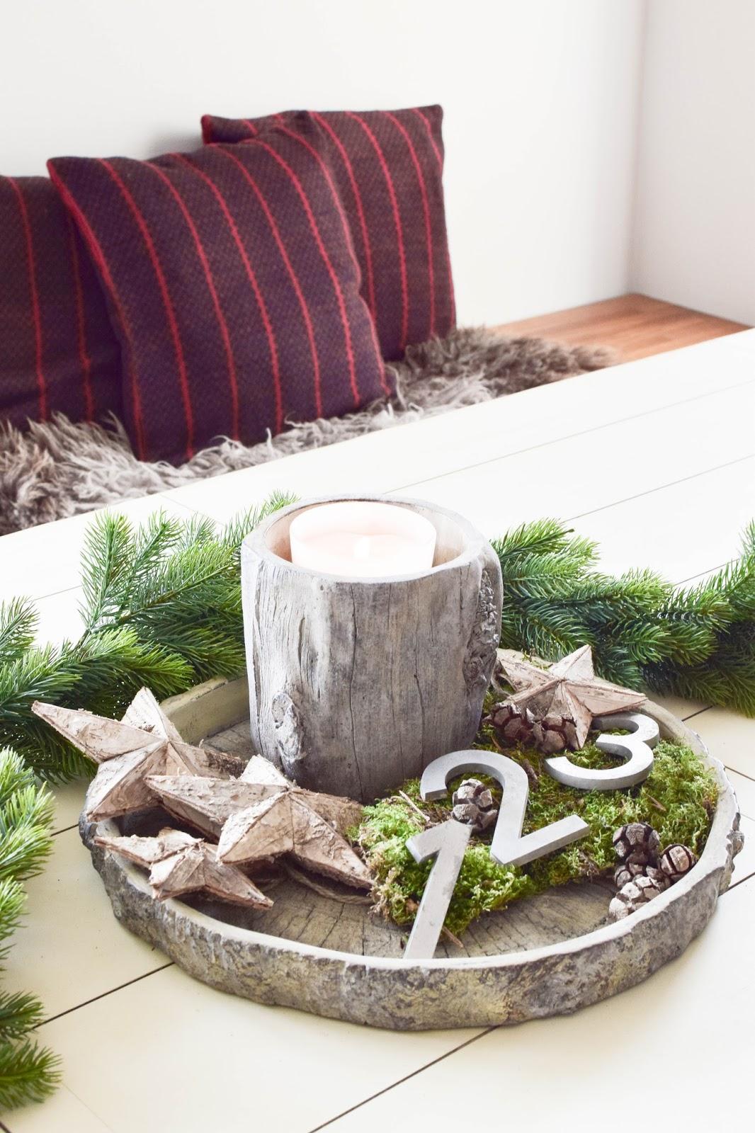 Weihnachtsdeko für Esszimmer: Kränze, Weihnachtsbaum, Tannengirlande und Kissen von Erwin Müller / Werbung. Dekoidee, Deko, Dekoration, Interior, weihnachtlich, festlich