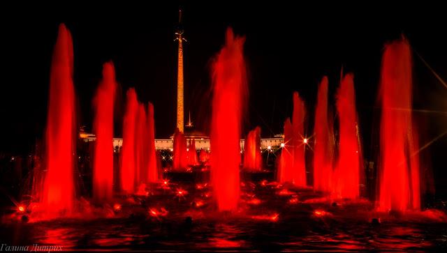 Фонтаны на Поклонной горе ночью