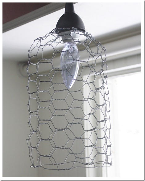 chicken wire, lamp, light, DIY, upcycle, decorating ideas