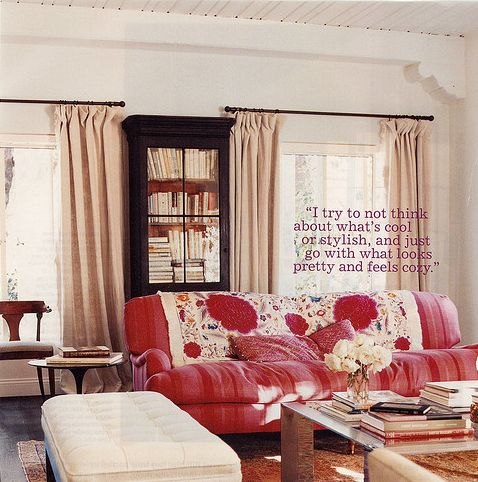 Amanda Peet living room with pink sofa in Vogue