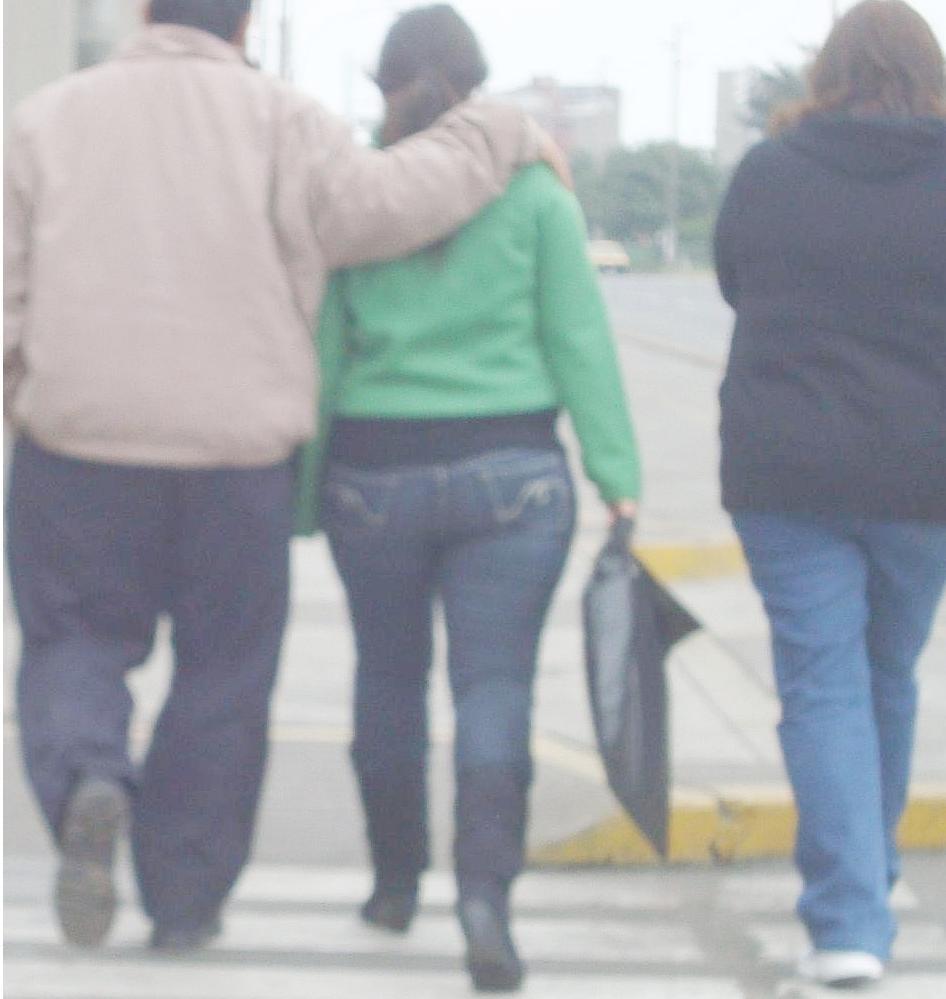 Excelente culona en jeans con botas y chamarra cafe - 4 9