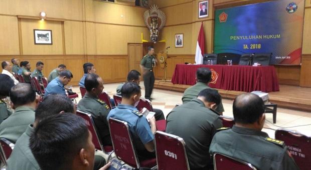 Prajurit dan PNS Puspen TNI Ikuti Penyuluhan Hukum