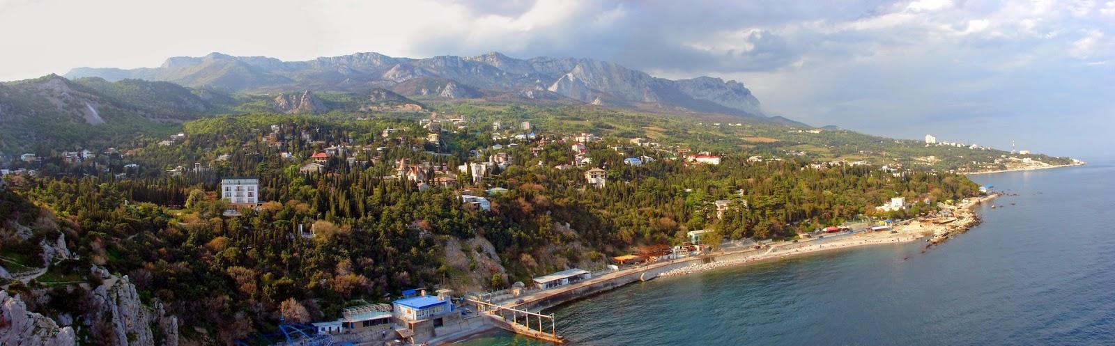 Вид на Симеиз и побережье со скалы Дива