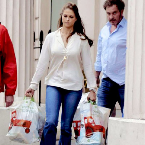 Princess Madeleine shopping dress jewelry, earrings brecelet, diamond, new sesion bag, dress, pumps, shoes