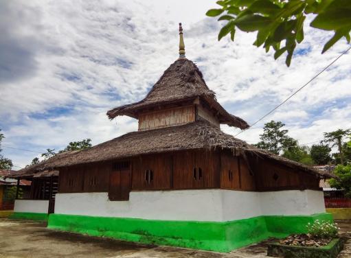 Wisata Sejarah di Mesjid Tua Wapauwe Kaitetu, Kota Ambon
