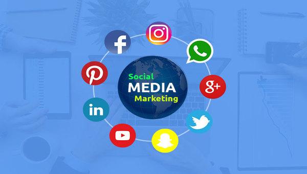 تعرف على.. كيف ساهمت مواقع التواصل الاجتماعي في التسويق لماركات الموضة العالمية؟!
