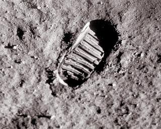 Bantahan ke empat : Jejak Kaki dari Edwin Aldrin jejak kaki palsu di bulan
