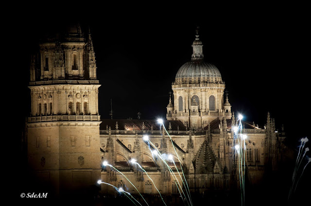 Salamanca Imprescindible catedrales con fuegos artificiales