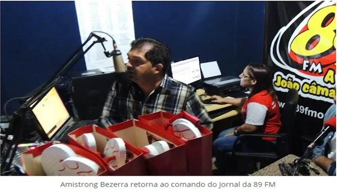 Após alguns desentendimentos políticos em virtude da eleição da Câmara Municipal, o vereador Amistrong Bezerra, fez as pazes com o ex-prefeito Vavá e retornou hoje a apresentar o Jornal da 89 FM.