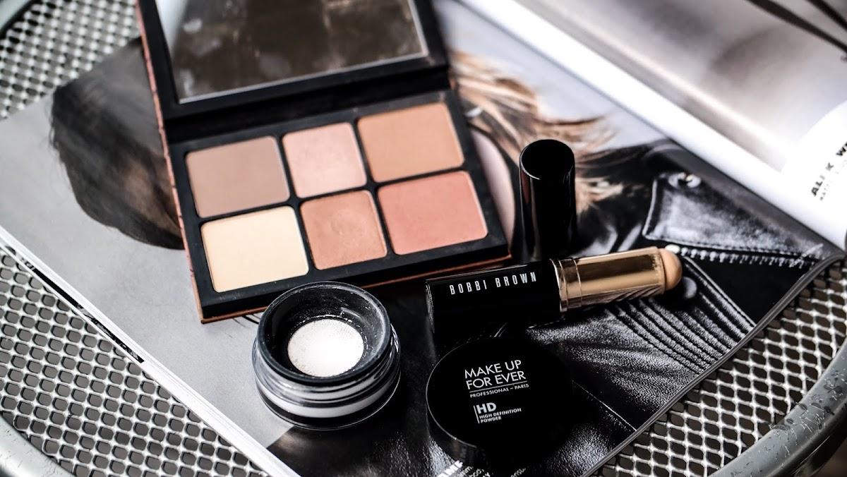 Urlaubs Produkte Makeup Reisekoffer