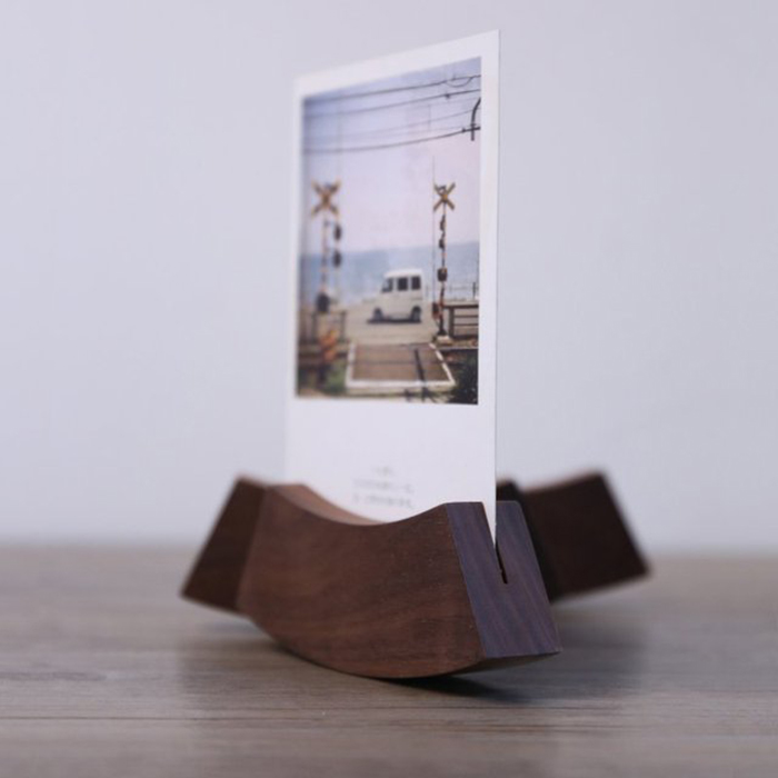 the best gadgets to display your polaroid pictures