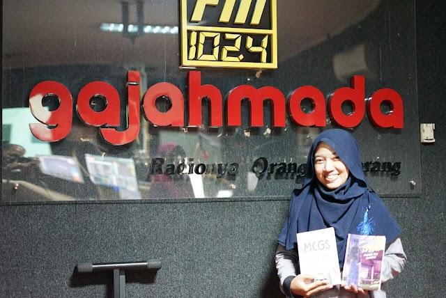 Novel Banu dan Buku MCGS di Radio Gajah Mada FM