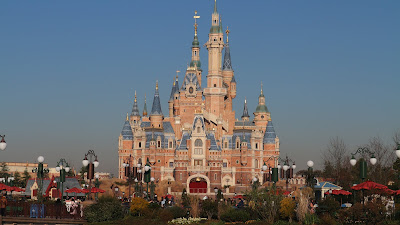 Shanghai Disneyland (Blogger Mother)