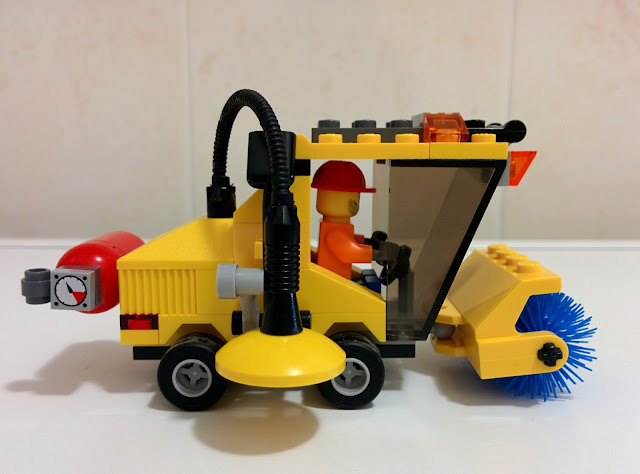 LEGO set 7242 spazzatrice - street sweeper