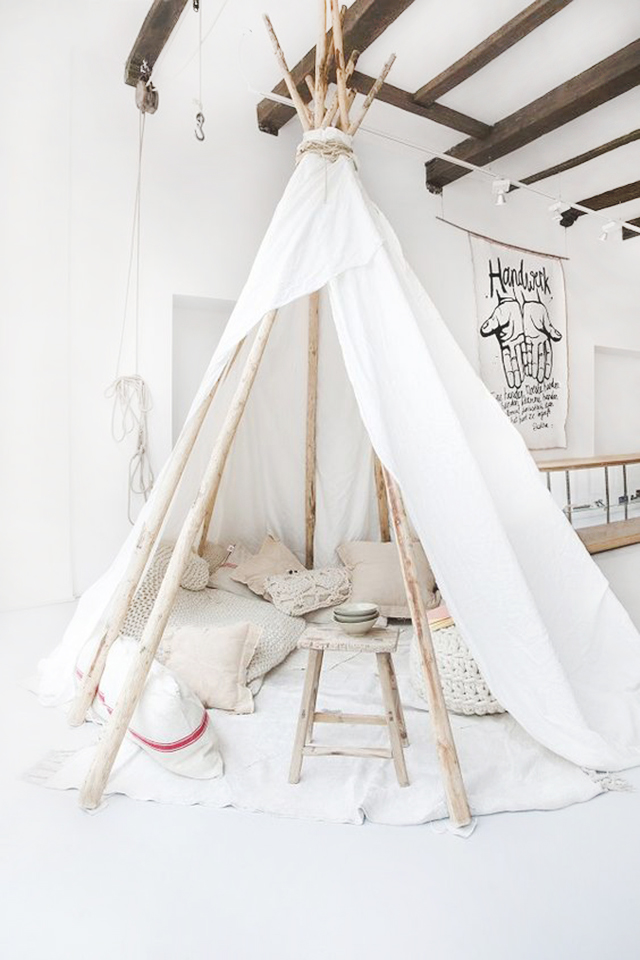 Tiendas de campaña en un dormitorio infantil