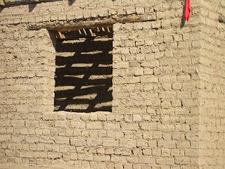 Из чего состоят грунтобетонные стены