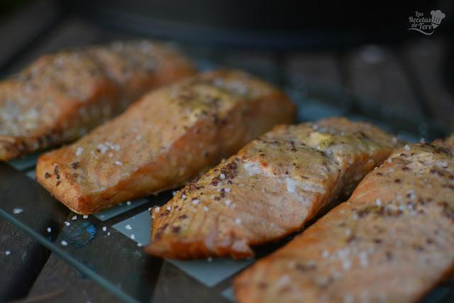 Salmón preparado en horno ahumador macerado con moztaza antigua y zumo de mandarinas 01