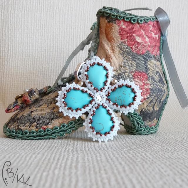 beadingowy wisiorek peyote z howlitem | beading peyote pendant with howlite