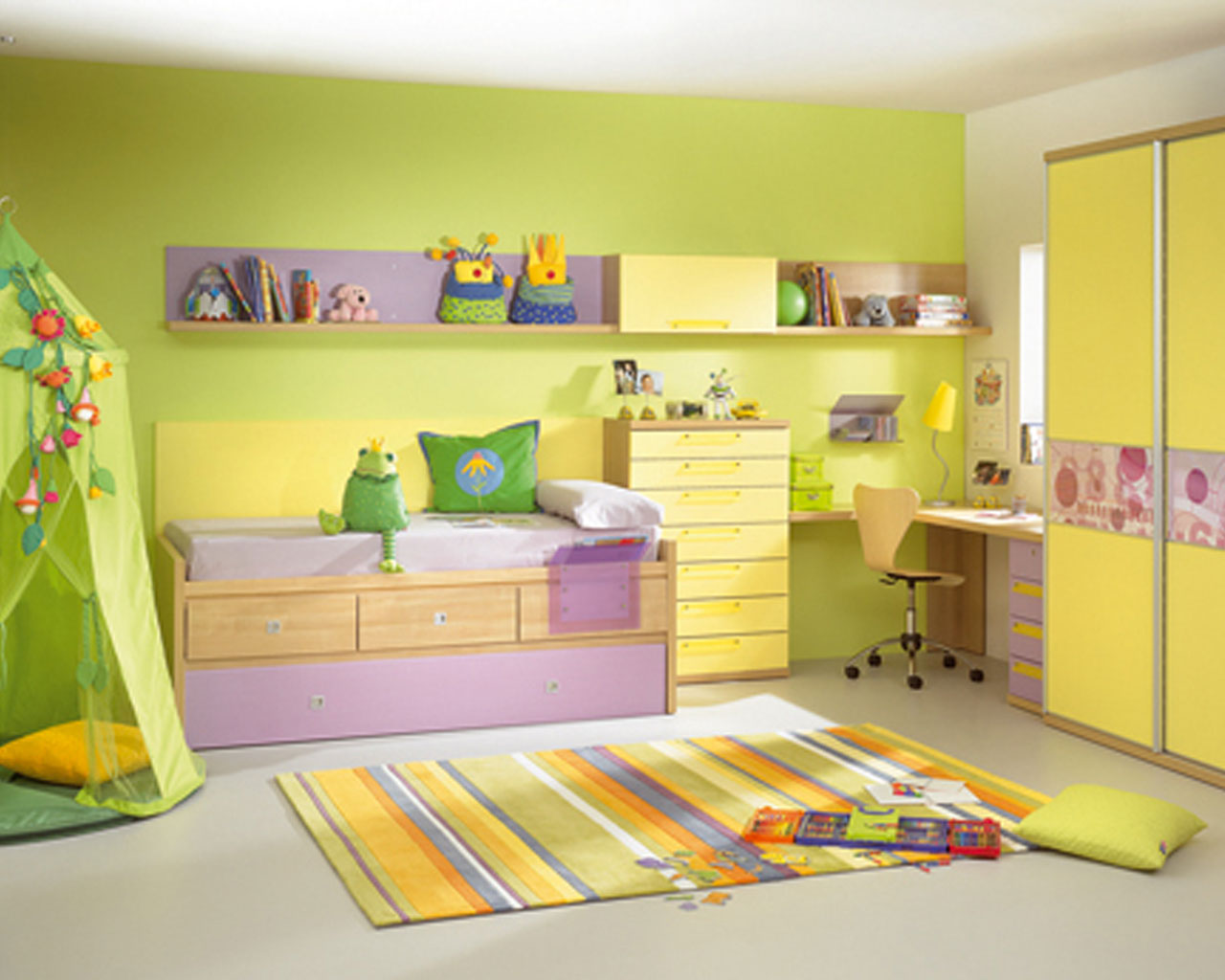 Home Priority: Vibrant Yellow Bedroom Ideas For Fun and Cheerful People