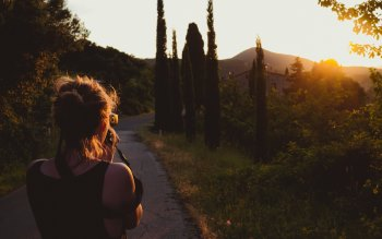 Wallpaper: Girl Taking Pictures at Sunset