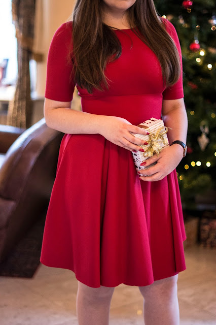 Świąteczna czerwona sukienka