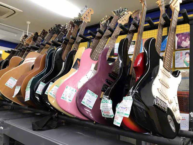guitars, used, recycle, store, Japan