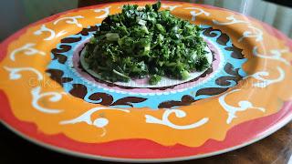 Магданозена салата с пресен лук