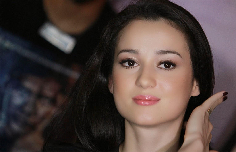Wanita Cantik Berkemban Jarik Hot: Hot Girl HD Wallpaper